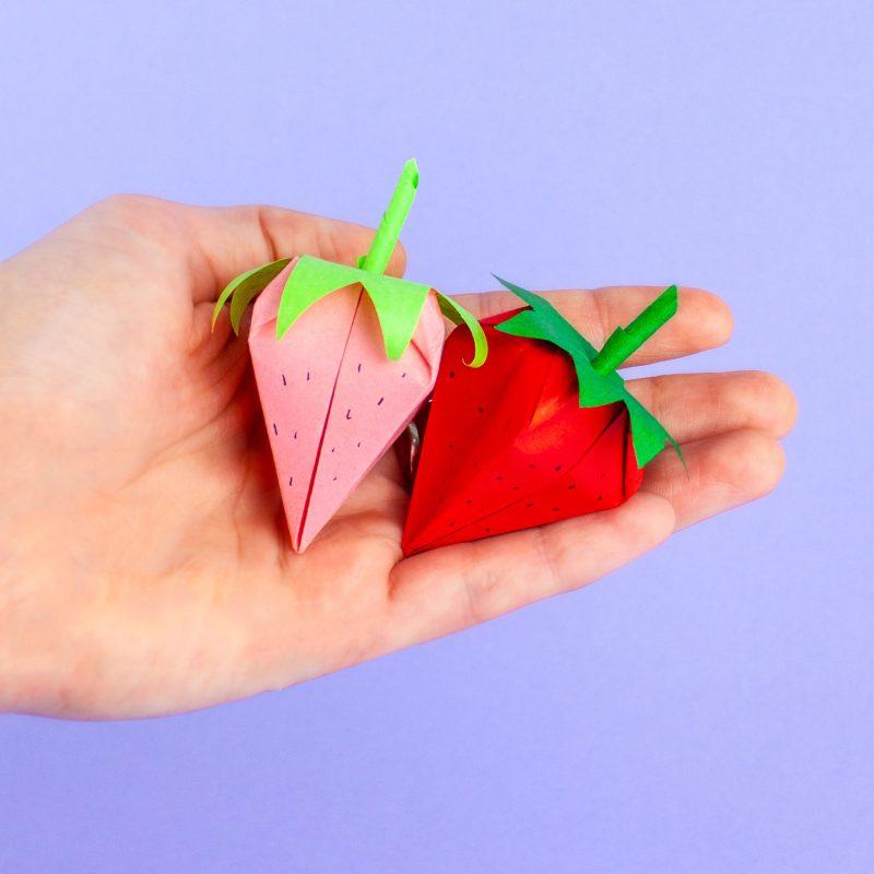 URSUS 2020.26.02 gebastelte Erdbeeren